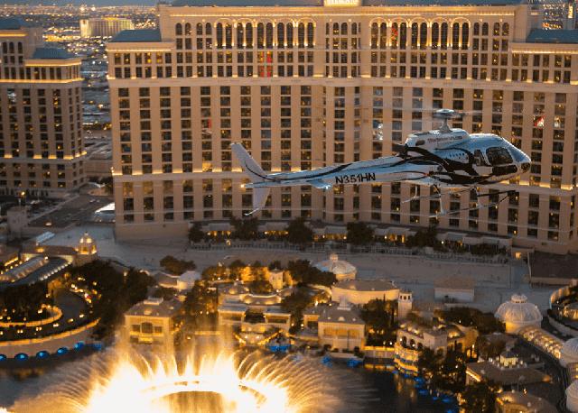 Passeio de helicóptero à noite em Las Vegas