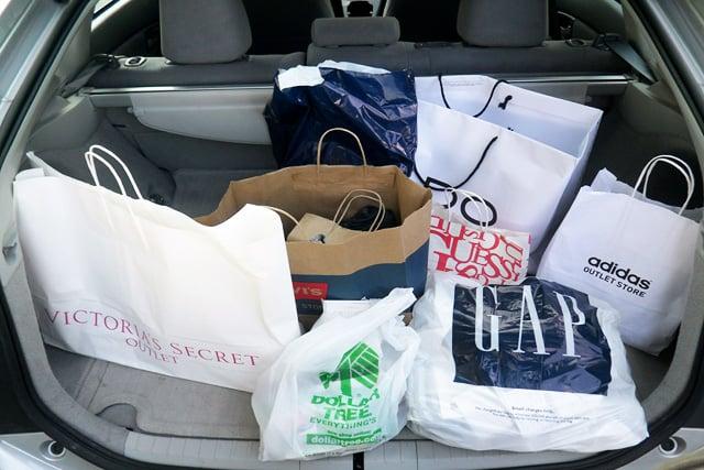 Compras no porta-malas do carro em Las Vegas